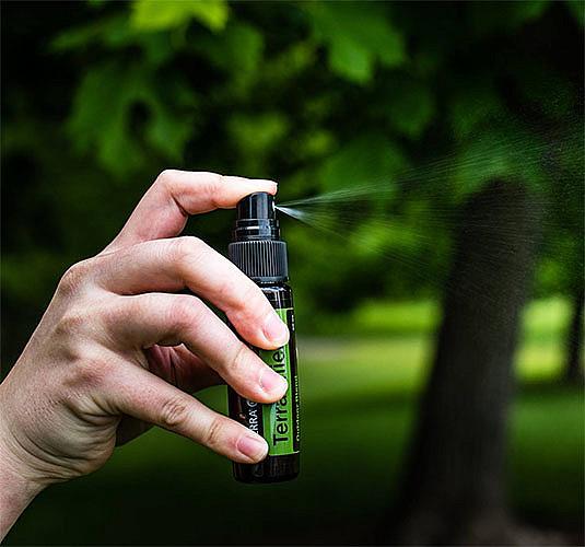 Эфирное масло как средство от насекомых (комаров, клещей, мошек).